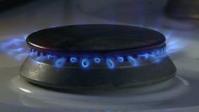 Φλόγες αερίου στη σόμπα φιλμ μικρού μήκους