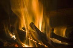 Φλόγες στην πυρκαγιά Στοκ εικόνα με δικαίωμα ελεύθερης χρήσης