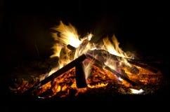 Φλόγες στο μαύρο υπόβαθρο Στοκ εικόνα με δικαίωμα ελεύθερης χρήσης