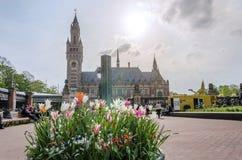 Χάγη, Κάτω Χώρες - 8 Μαΐου 2015: Δημοσιογράφοι στο παλάτι ειρήνης στη Χάγη, Κάτω Χώρες στοκ εικόνες