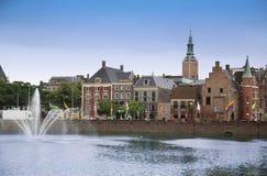 Χάγη, οι Κάτω Χώρες - 18 Αυγούστου 2015: Άποψη σχετικά με Buitenhof Στοκ Φωτογραφίες