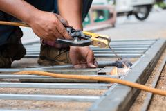 Χάλυβας συγκόλλησης για το φράκτη του σπιτιού στοκ φωτογραφία με δικαίωμα ελεύθερης χρήσης