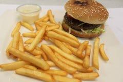 Χάμπουργκερ και επιλογές τηγανιτών πατατών Burger και επιλογές τηγανιτών πατατών Στοκ Εικόνα