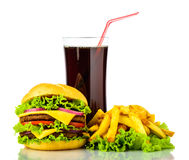 Χάμπουργκερ, τηγανιτές πατάτες και ποτό στοκ εικόνες