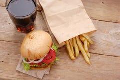 χάμπουργκερ τηγανιτών πατατών στοκ φωτογραφία με δικαίωμα ελεύθερης χρήσης
