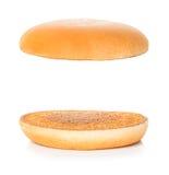 Χάμπουργκερ, cheeseburger κουλούρι σε ένα λευκό Στοκ Εικόνες