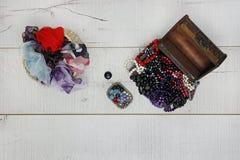 Χάντρες και μαντίλι θησαυρών Στοκ Εικόνες