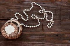 Χάντρες μαργαριταριών στο κιβώτιο Στοκ Εικόνα