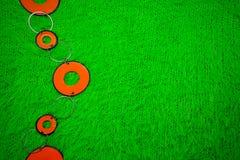 Χάντρες σε ένα πράσινο Στοκ φωτογραφία με δικαίωμα ελεύθερης χρήσης