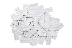Χάπια ιατρικής στα άσπρα χάπια πακέτων που απομονώνονται επάνω με το υπόβαθρο Στοκ Εικόνα