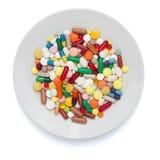 Χάπια, κάψες και ταμπλέτες στο άσπρο πιάτο Στοκ εικόνα με δικαίωμα ελεύθερης χρήσης
