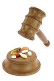 Χάπια και νόμος Στοκ φωτογραφία με δικαίωμα ελεύθερης χρήσης