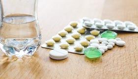 Χάπια και ταμπλέτες Στοκ Εικόνες