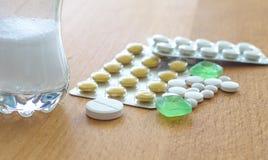 Χάπια και ταμπλέτες Στοκ Φωτογραφία
