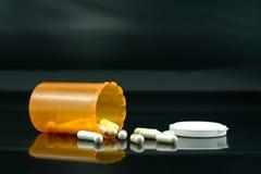 χάπια που ανατρέπονται στοκ φωτογραφίες