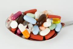Χάπια στο κουτάλι Στοκ Εικόνα