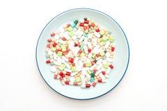 χάπια, φάρμακα, φαρμακείο, ιατρική ή ιατρικός στο πιάτο στοκ εικόνες