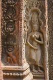 Χάραξη πετρών χορευτών Apsara στο ναό Angkor Wat Στοκ Εικόνες