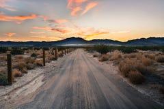 Χάραξη του ηλιοβασιλέματος ερήμων στοκ εικόνα με δικαίωμα ελεύθερης χρήσης