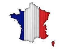 Χάρτης και σημαία Γαλλία στο ζαρωμένο σίδηρο Στοκ εικόνα με δικαίωμα ελεύθερης χρήσης