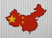 Χάρτης και σημαία της Κίνας στο ζαρωμένο σίδηρο Στοκ Εικόνες