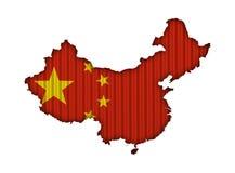 Χάρτης και σημαία της Κίνας στο ζαρωμένο σίδηρο Στοκ Φωτογραφίες