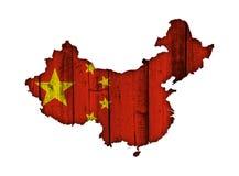Χάρτης και σημαία της Κίνας στο ξεπερασμένο ξύλο Στοκ εικόνα με δικαίωμα ελεύθερης χρήσης