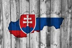 Χάρτης και σημαία της Σλοβακίας στο ξεπερασμένο ξύλο Στοκ φωτογραφίες με δικαίωμα ελεύθερης χρήσης