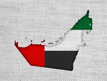 Χάρτης και σημαία των Ηνωμένων Αραβικών Εμιράτων στο παλαιό λινό Στοκ Εικόνα