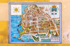 Χάρτης πόλεων του Αντίμπες, Γαλλία, στα κεραμίδια τοίχων Στοκ Φωτογραφίες