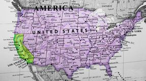 Χάρτης των Ηνωμένων Πολιτειών της Αμερικής που δίνουν έμφαση στο κράτος Καλιφόρνιας στοκ φωτογραφία