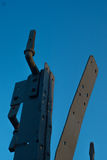 Χάλυβας που απομονώνεται παλαιός στο μπλε ουρανό Στοκ εικόνα με δικαίωμα ελεύθερης χρήσης