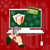 Χέρια αγορών Χριστουγέννων που χρησιμοποιούν τις έξυπνες τηλεφωνικές σε απευθείας σύνδεση αγορές Στοκ Φωτογραφία