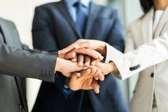 Χέρια ανθρώπων από κοινού Στοκ Εικόνες
