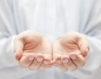 χέρια ανοικτά Στοκ Φωτογραφίες