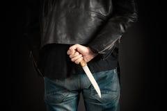 Χέρια ατόμων με το μαχαίρι Στοκ Εικόνες