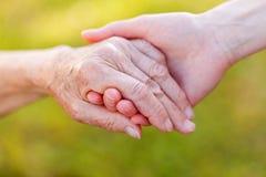 Χέρια βοηθείας Στοκ εικόνα με δικαίωμα ελεύθερης χρήσης
