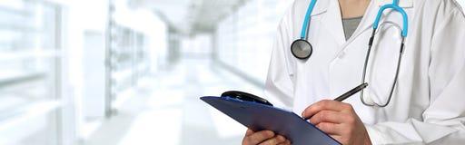 Χέρια γιατρών Στοκ εικόνα με δικαίωμα ελεύθερης χρήσης