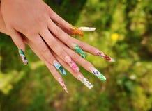 Χέρια γυναίκας με το μανικιούρ Στοκ φωτογραφία με δικαίωμα ελεύθερης χρήσης