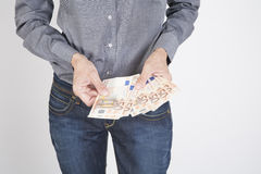 Χέρια γυναικών με τα ευρώ Στοκ εικόνες με δικαίωμα ελεύθερης χρήσης