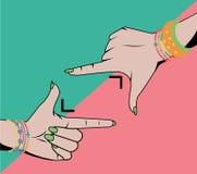 Χέρια γυναικών που κάνουν καλλιεργητικός το σύμβολο που απομονώνεται διανυσματική απεικόνιση