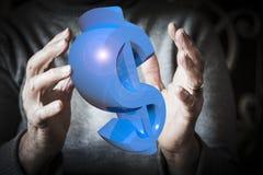 Χέρια γυναικών ` s που πιάνουν ή που προστατεύουν το σύμβολο δολαρίων Στοκ Εικόνες