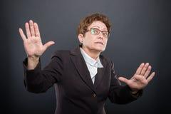 Χέρια εκμετάλλευσης επιχειρησιακής ανώτερα κυρίας όπως την εξήγηση κάτι Στοκ Εικόνα