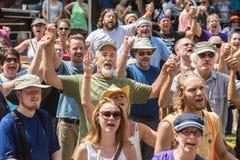Χέρια εκμετάλλευσης προσκυνητών στο άγριο φεστιβάλ χήνων Στοκ φωτογραφία με δικαίωμα ελεύθερης χρήσης