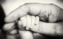 Χέρια εκμετάλλευσης Στοκ φωτογραφίες με δικαίωμα ελεύθερης χρήσης