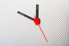 Χέρια 'Ενδείξεων ώρασ' στο ζαρωμένο ανοξείδωτο Στοκ φωτογραφία με δικαίωμα ελεύθερης χρήσης
