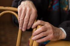 Χέρια ενός ηλικιωμένου ατόμου Στοκ εικόνα με δικαίωμα ελεύθερης χρήσης