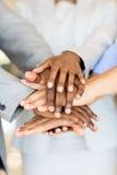 Χέρια επιχειρηματιών από κοινού στοκ εικόνες με δικαίωμα ελεύθερης χρήσης