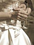 χέρια ζευγών παντρεμένα στοκ φωτογραφία