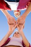χέρια ζευγών που συνδυάζ&o Στοκ φωτογραφία με δικαίωμα ελεύθερης χρήσης